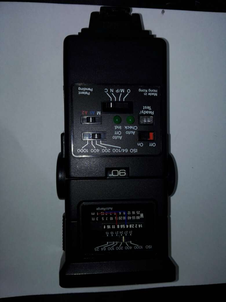 Imagen producto Camara canon con flash y objetivo incluyendo sus bolsas  8