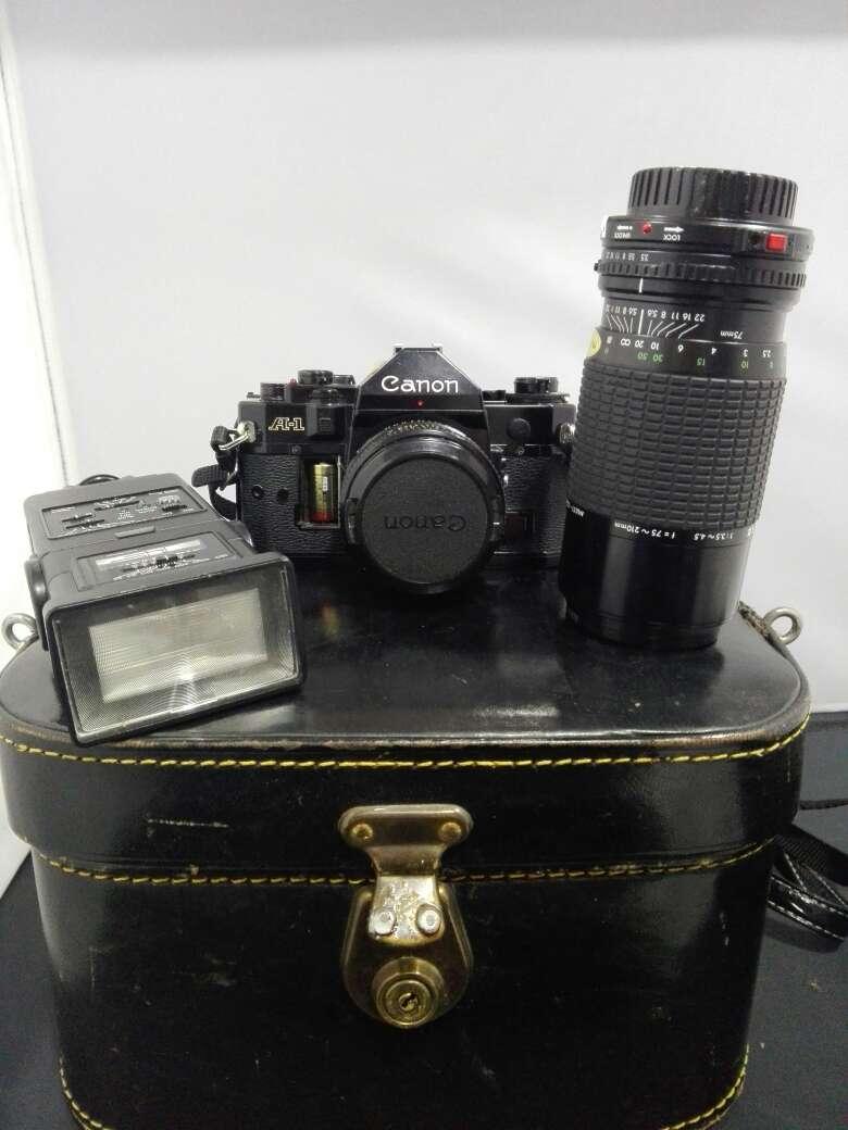 Imagen producto Camara canon con flash y objetivo incluyendo sus bolsas  3