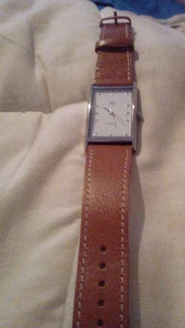 Imagen vendo reloj de mujer
