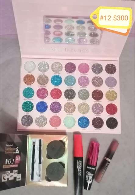 Imagen paquetes de maquillaje