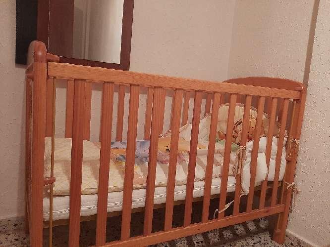 Imagen producto Cuna con colchón y 2 juegos de almohadas, manta y edredón. 2