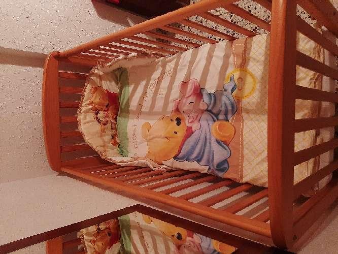Imagen producto Cuna con colchón y 2 juegos de almohadas, manta y edredón. 4