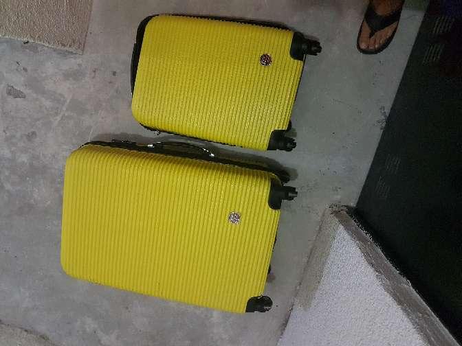 Imagen maleta de mano semi nueva