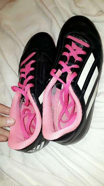 Imagen botines de fútbol para mujer