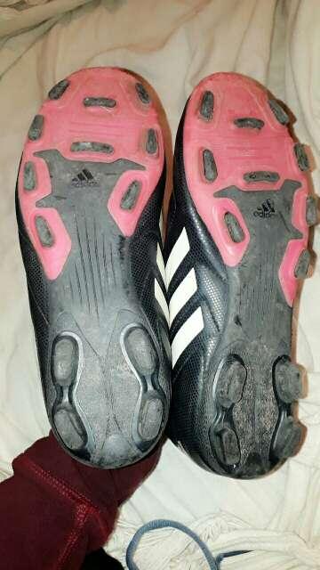 Imagen producto Botines de fútbol para mujer 3