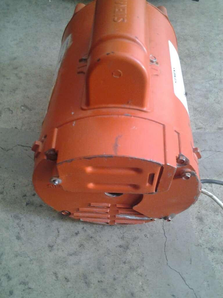 Imagen producto Vendo Motor Eléctrico 1.5 hp  110 volts. 3