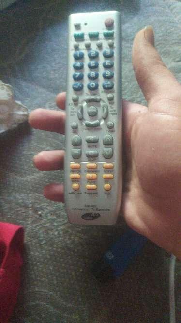 Imagen producto Urge venta de TV Toshiba de 28 pulgadas 3