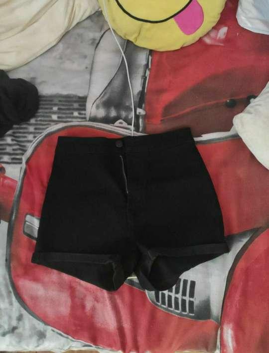 Imagen pantalón corto Bershka nuevo