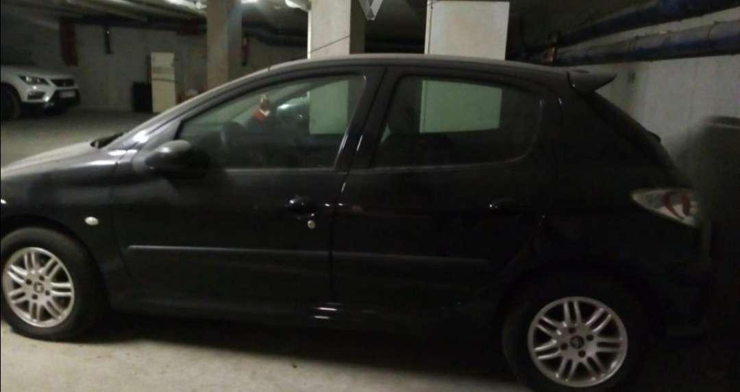 Imagen Peugeot 206 negro año 2004