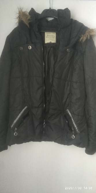 Imagen Abrigo negro con capucha, stradivarius