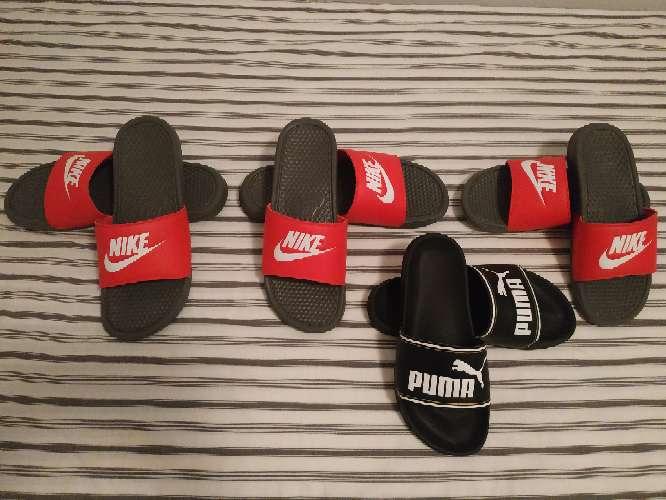 Imagen chanclas Nike y Puma