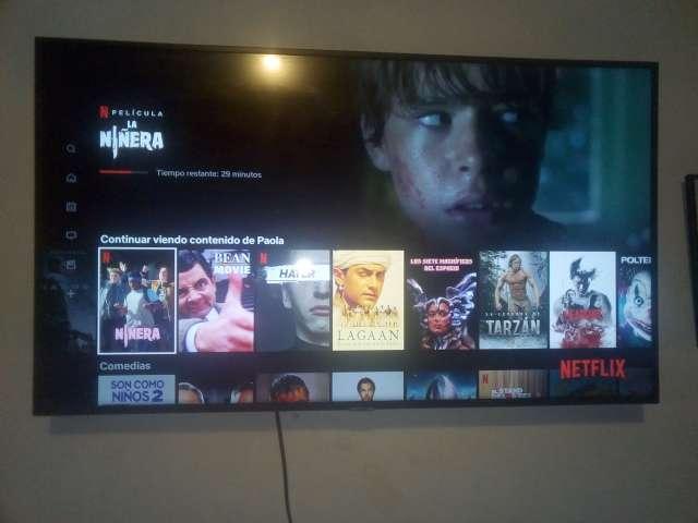 Imagen vendo televisor Smart tv 50 pulgadas Samsung