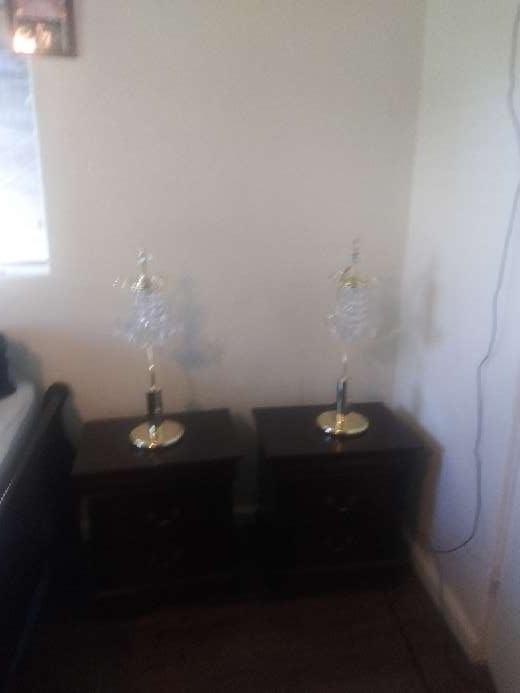 Imagen 2 buro chicos y 2 lamparas