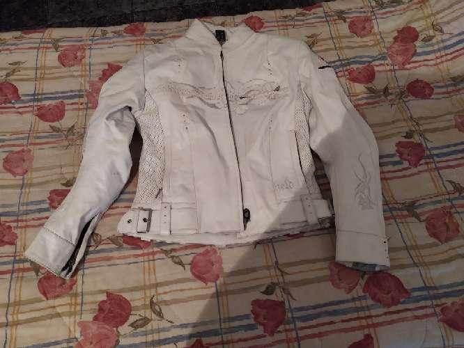 Imagen producto Chupa blanca de cuero 2