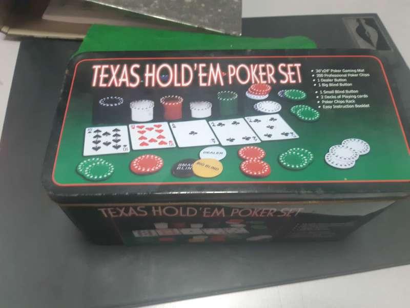 Imagen caja metálica de poker