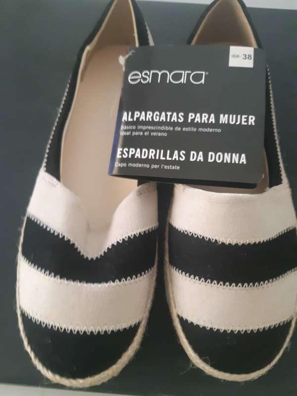 Imagen zapatos nuevos sin usar