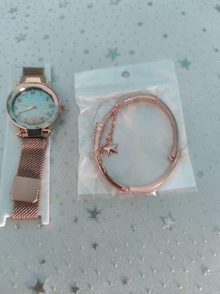 Imagen reloj con pulsera