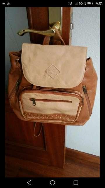 Imagen se venden mochilas.