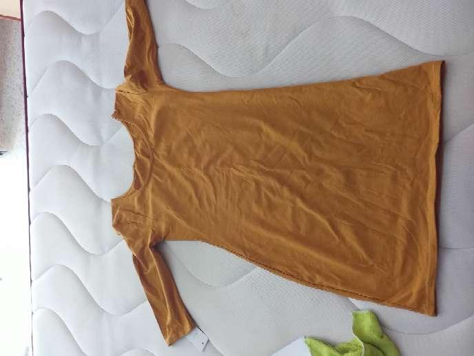 Imagen vestido color mostaza de mujer