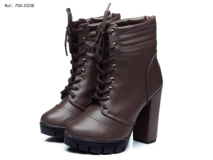 Imagen producto Scarpin, uma bota cano curto, uma mochila,e uma mule, uma bolsa, um scarpin, uma sapatilha, um vestido. 2