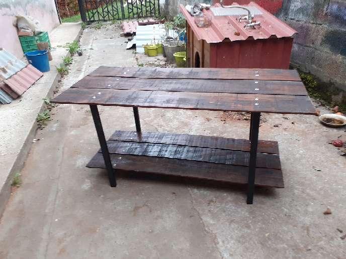 Imagen mesa de roble rojo