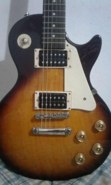 Imagen Guitarra eléctrica con amplificador