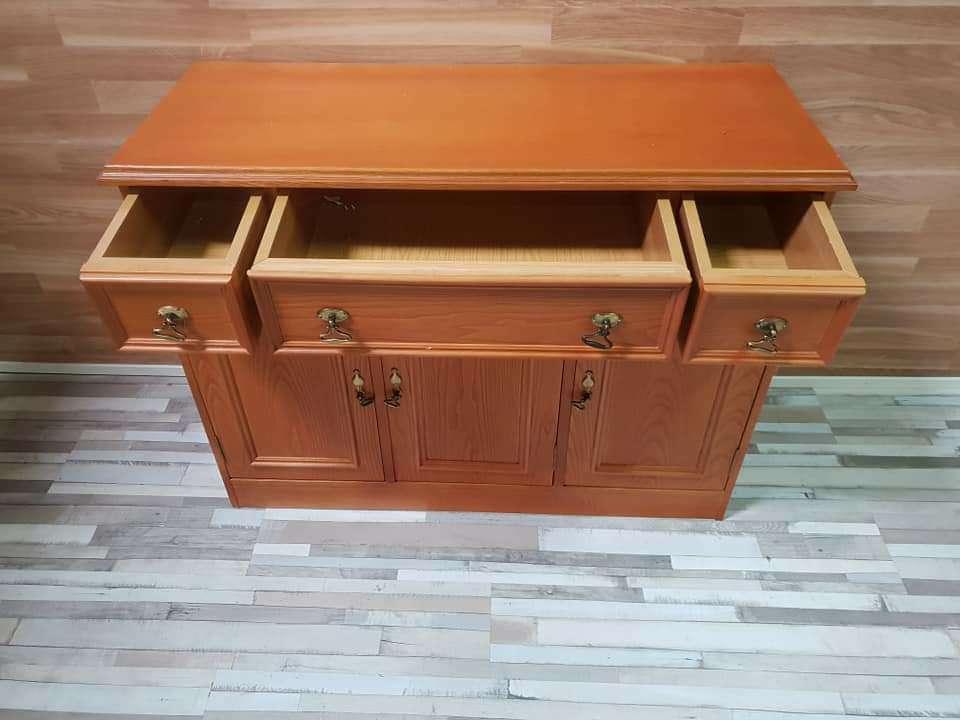 Imagen producto Mueble aparador barnizado 4