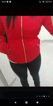 Imagen chaqueta roja chica