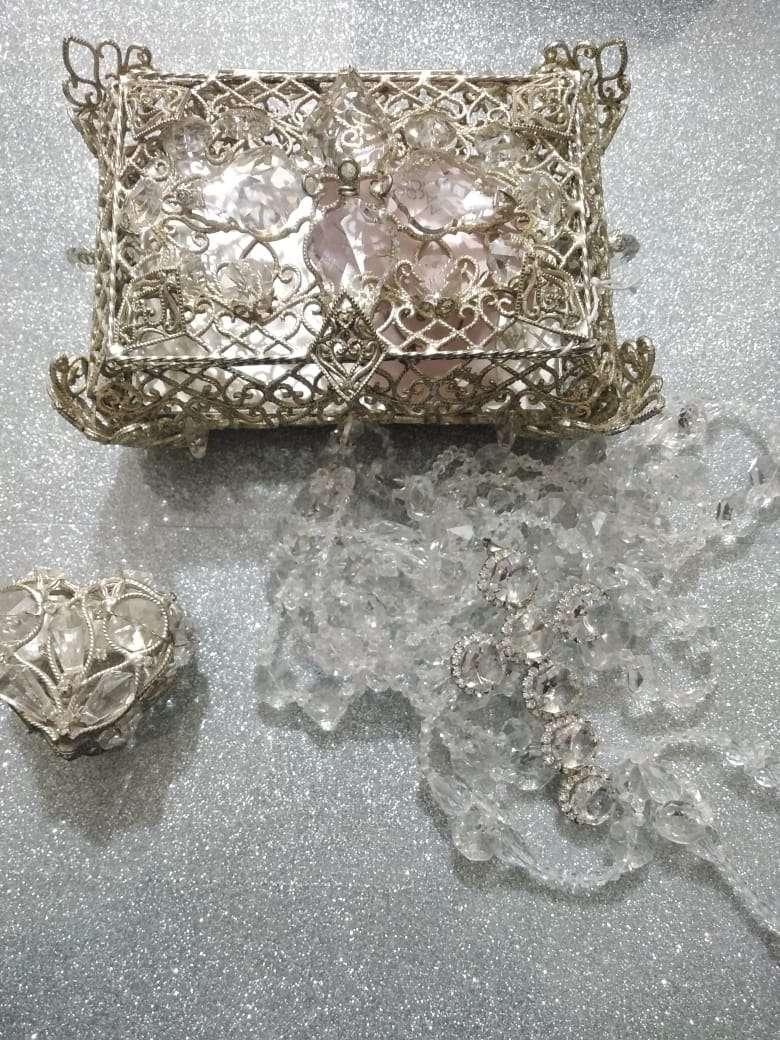 Imagen producto Ajuar de boda accesorios lazo copas cofre arras con monedas. 6