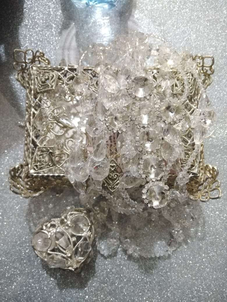 Imagen producto Ajuar de boda accesorios lazo copas cofre arras con monedas. 5
