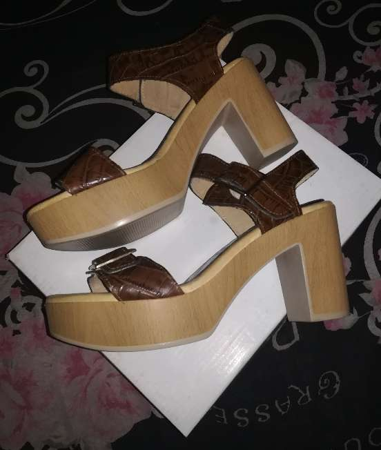 Imagen producto Zapatos nuevos TAVE 6