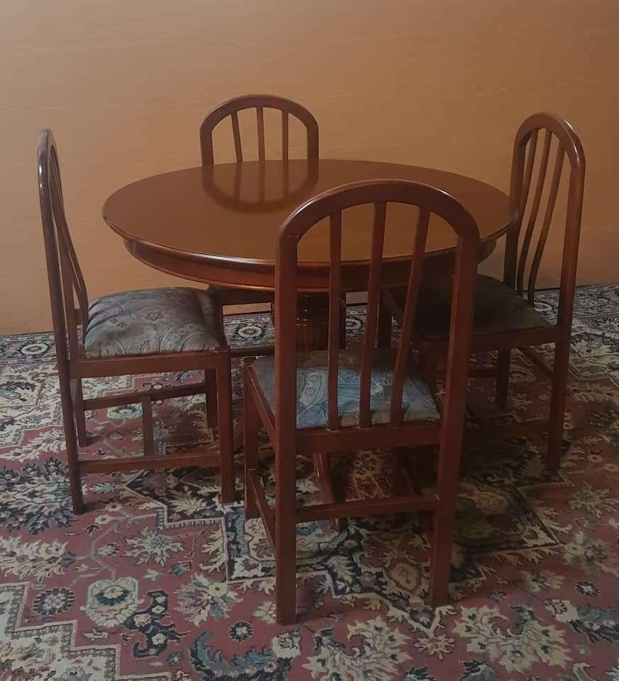 Imagen Mesa extensible y cuatro sillas