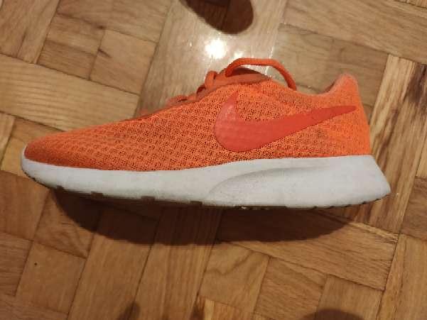 Imagen zapatillas Nike seminuevas