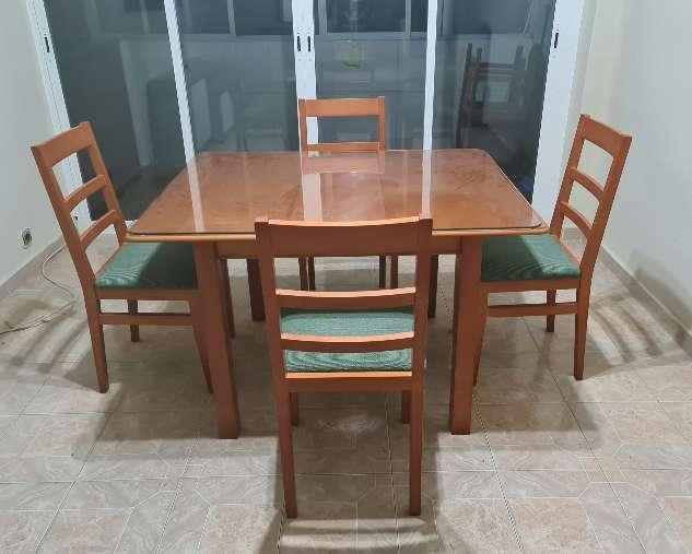 Imagen Conjunto de mesa y sillas haya