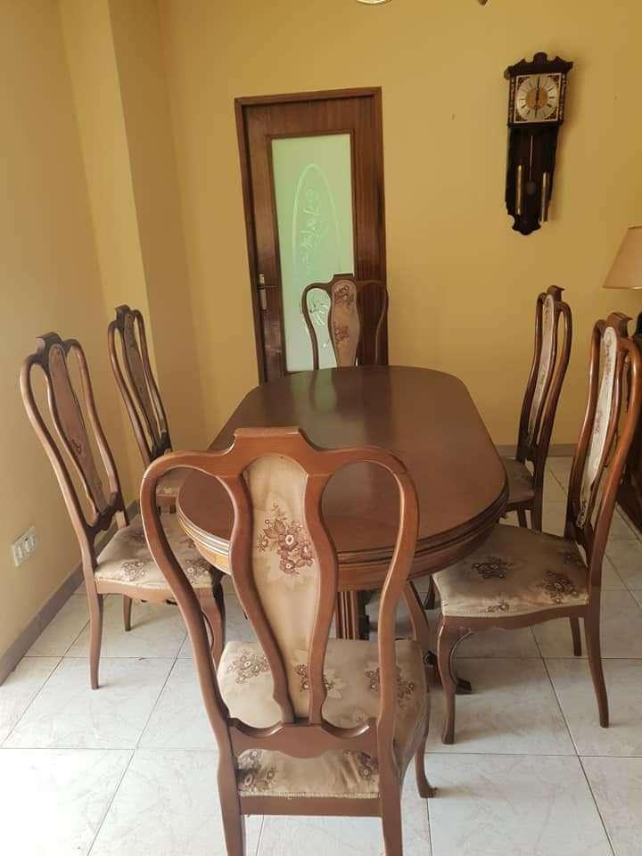 Imagen Conjunto mesa y sillas antiguas