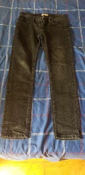 Imagen pantalones vaqueros largos negros