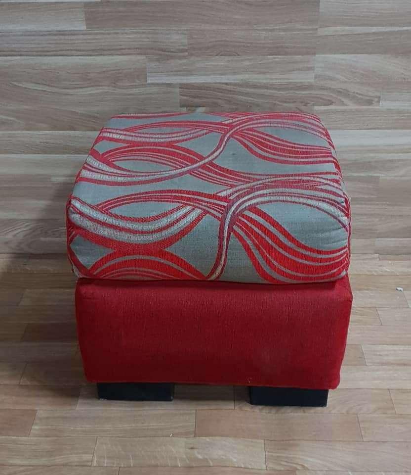 Imagen Puf tapizado en tela con cojin