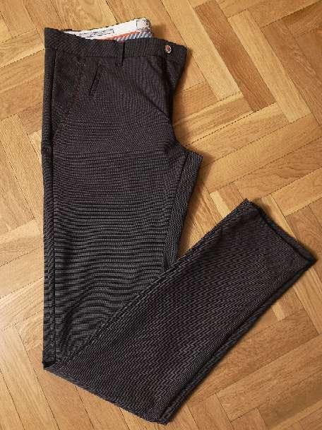 Imagen Pantalón Zara chico marrón Denim couture talla 40. 10€