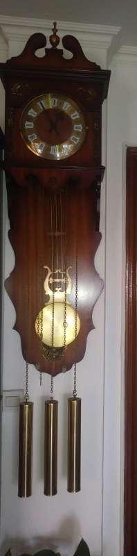Imagen Reloj de pared con pendulos.