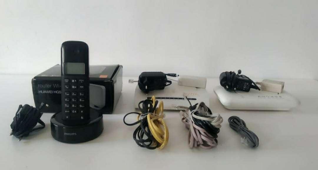 Imagen router completos funcionando , teléfono inalámbrico para pieza