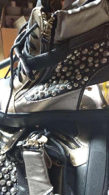 Imagen botas con tachuelas