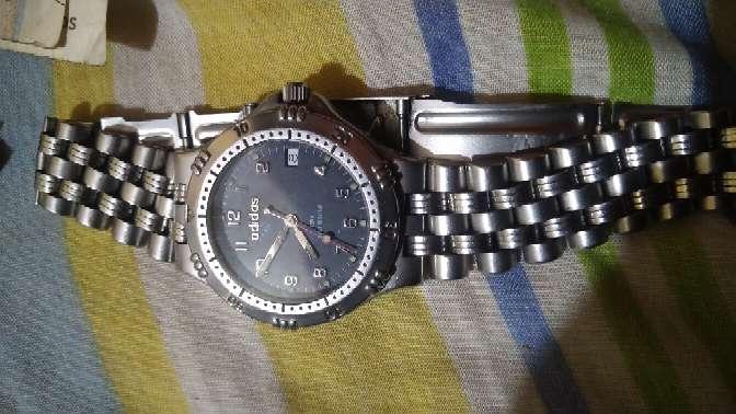 Imagen hermoso reloj marca Adidas original. Celular o watsapp 310-745-95-21 info.
