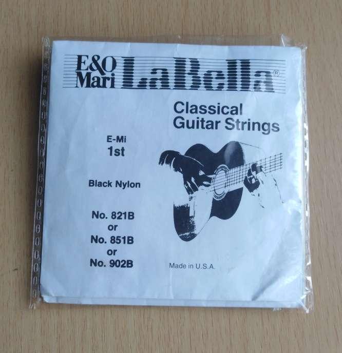 Imagen producto Cuerdas de naylon negras la Bella.  2