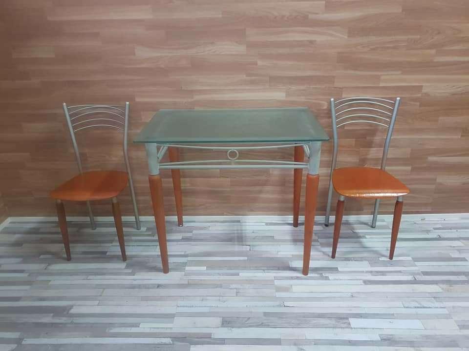 Imagen producto Mesa de cocina y dos sillas 1