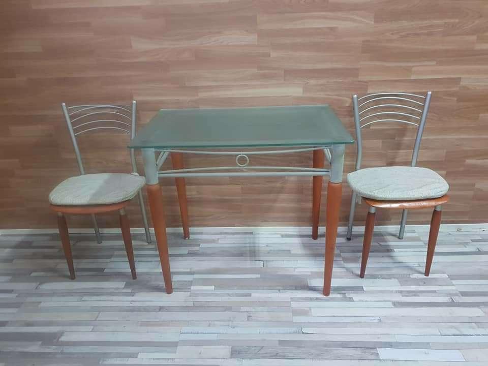Imagen producto Mesa de cocina y dos sillas 6