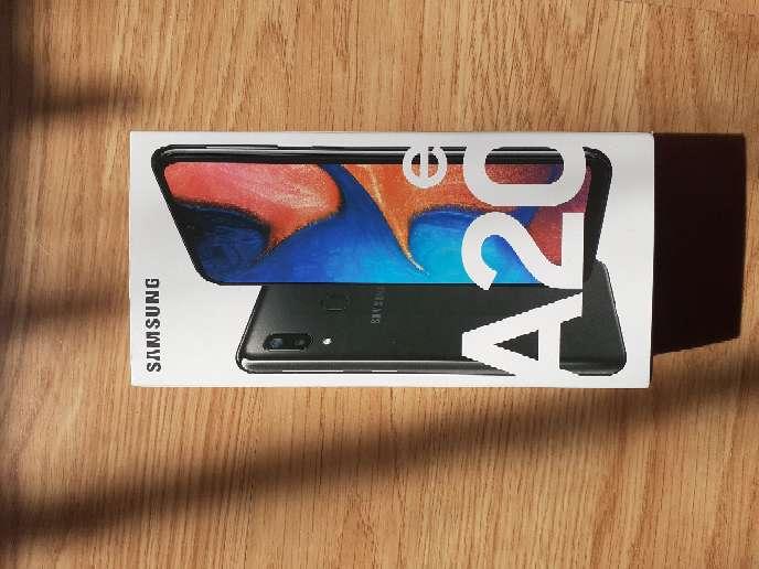Imagen Samsung A20e SIN ABRIR 120€