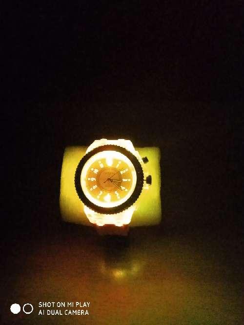 Imagen producto Reloj de mujer - fluorescente (nuevo con pila)  3