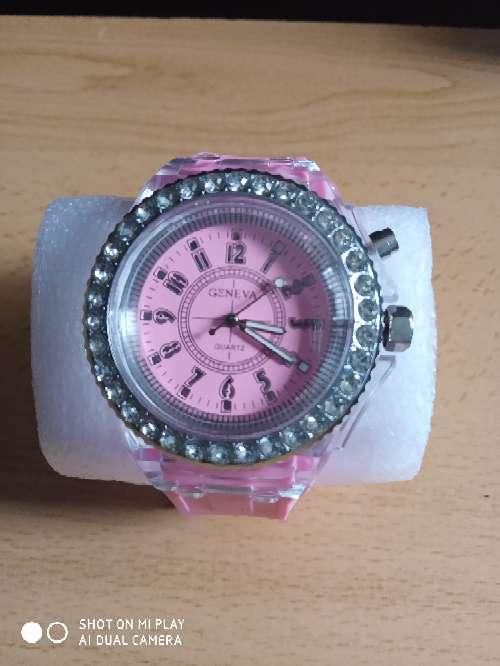 Imagen producto Reloj de mujer - fluorescente (nuevo con pila)  4