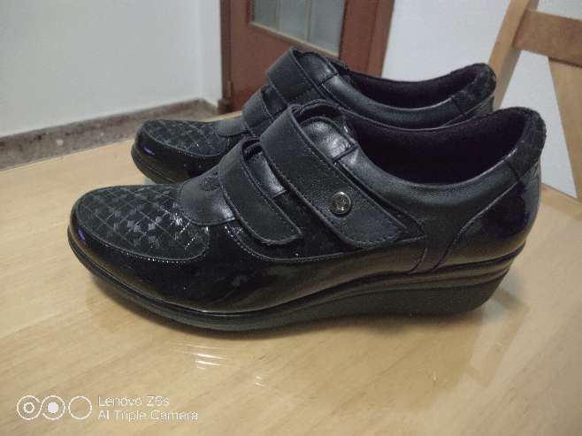 Imagen zapatos de señora mayor