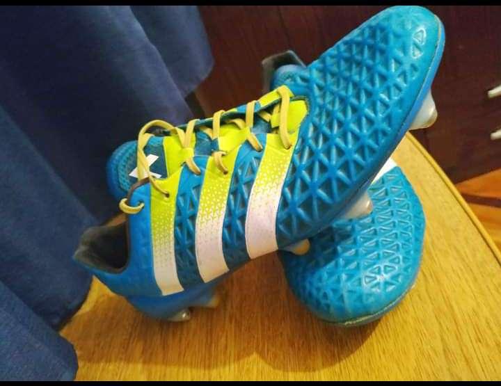 Imagen Vendo Adidas mixtos